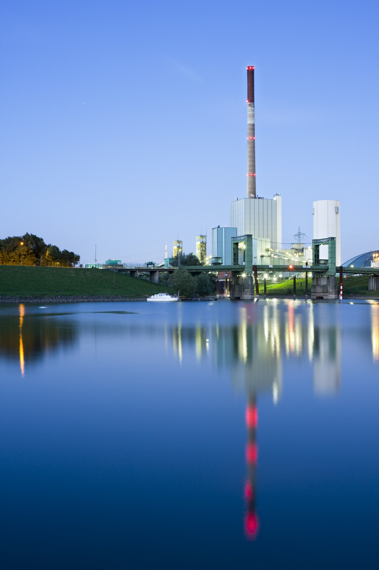 Combined Heat And Power Plant With Reflection