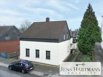 Potenzialreiches Zweifamilienhaus auf ca. 800 m² Sonnengrundstück mit 3 Garagen in Mülheim Speldorf, 45478 Mülheim an der Ruhr, Zweifamilienhaus