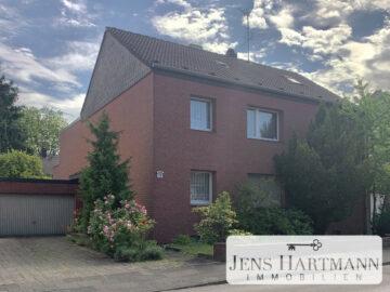 Gepflegtes Zweifamilienhaus mit drei Garagen und Entwicklungspotenzial im Süden von Duisburg, 47269 Duisburg, Zweifamilienhaus