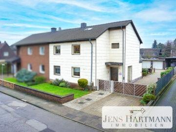 Ein Haus, zwei Wohneinheiten, drei Garagen & viele Möglichkeiten in Duisburg Wehofen, 47169 Duisburg, Zweifamilienhaus
